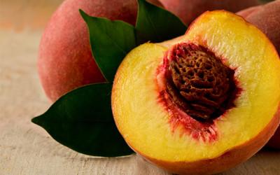 Peach & bulgur salad with yogurt dressing